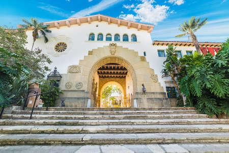 カリフォルニア州サンタバーバラ庁舎の階段 写真素材