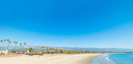 Blue sky over Santa Barbara shoreline, California Foto de archivo