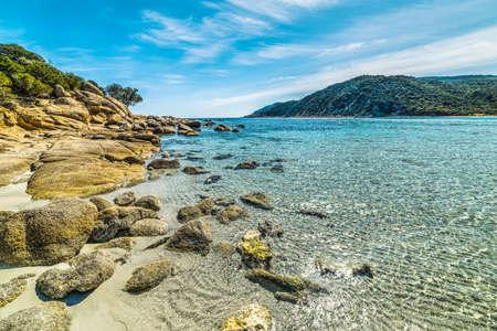 Yellow rocks in Cala Pira, Sardinia 免版税图像