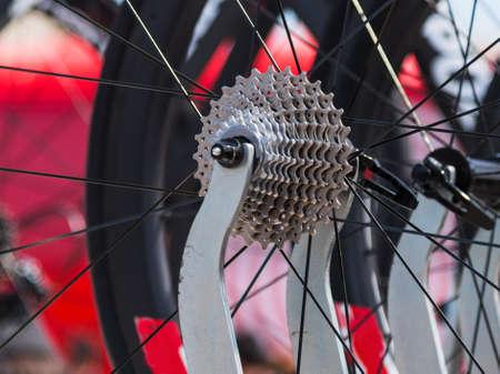 Gros plan d'un pignon de vélo professionnel