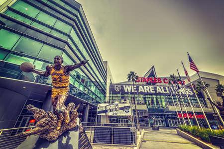 Los Angeles CA USA - 28 octobre 2016: Statue de Magic Johnson au Staples Center Éditoriale