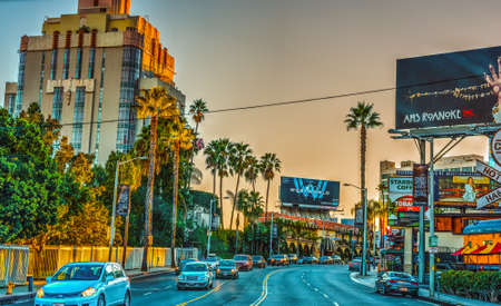 Los Angeles, CA, USA - October 29, 2016: Sunset boulevard at dusk 新聞圖片