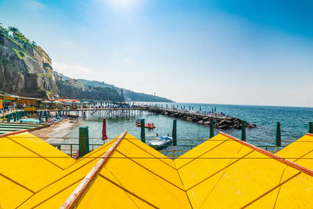 Bath house on wooden pier and breakwater in Sorrento, Italy Фото со стока - 115793135