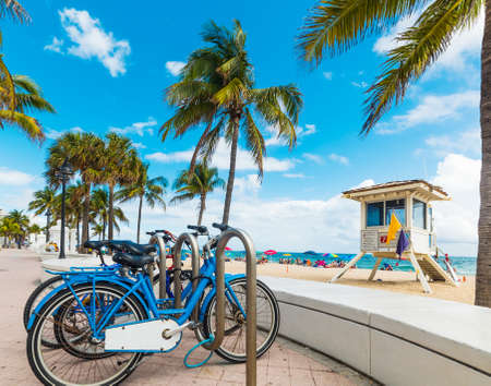 Bikes parked on Fort Lauderdale seafront. Southnern Florida, USA 版權商用圖片