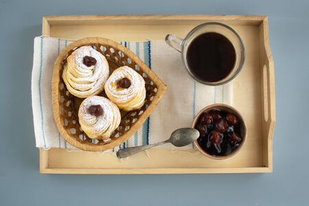 Cruffins is a hybrid of croissant and muffin. Tasty and fragrant pastries, with an unusual appearance.