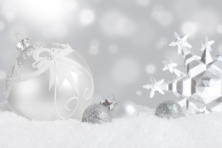baubles christmas balls: Silver Christmas ornament display