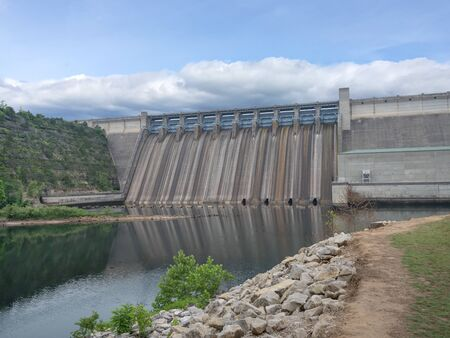 Branson, MO, UNITED STATES - June 2, 2018: View from the bottom of Table Rock Dam Éditoriale