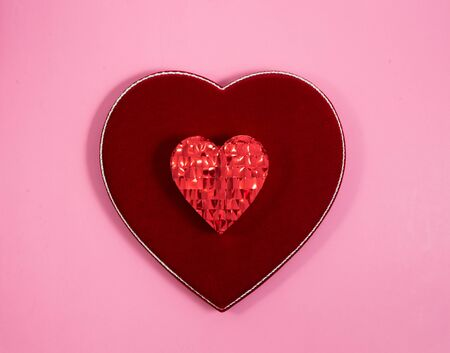 Wrapped Valentine's Day gift and velvet heart shaped box on pink background Banque d'images - 128341066
