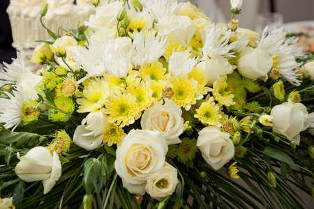 wedding table setting: designer exclusive bouquet