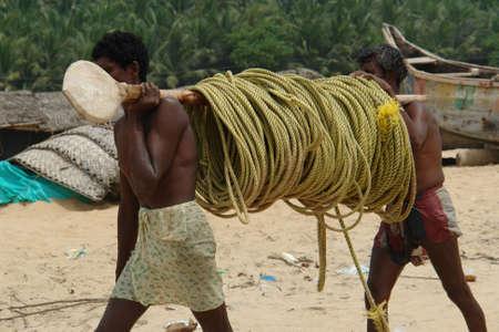 oar: Indian fishermen are bringing the oar