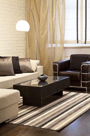 vertical: Tiro interior de una moderna sala de estar