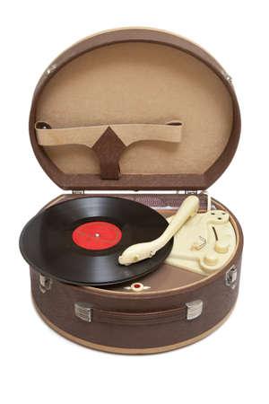 Retro draagbare draaitafel met vinyl record op wit wordt geïsoleerd Stockfoto