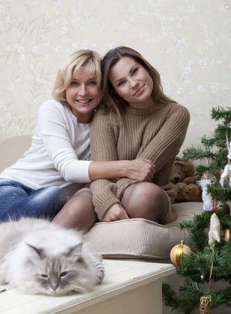 Portrait of mother and daughter with a cat Stock Photo - 12199797