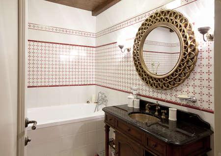 Kleine moderne badkamer interieur mozaïek tegels royalty vrije