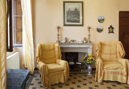 chimney corner: Sala de Estar Hotel La Gemma di Elena, Lucca Italia Foto de archivo