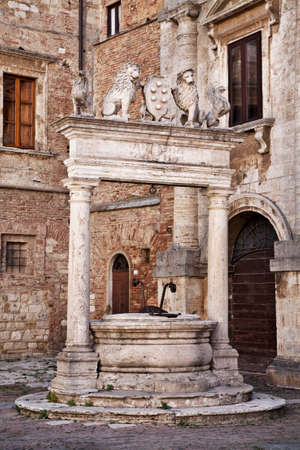 montepulciano: Stone circular well in Montepulciano  Tuscany, Italy