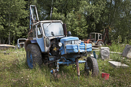 wheeled tractor: Old abandoned wheeled tractor in a field