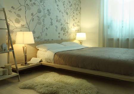 L'intérieur de la chambre avec des lampes