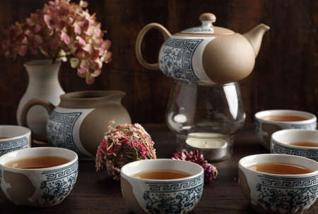 Studio photo of a tea set with tea poured into cups Zdjęcie Seryjne