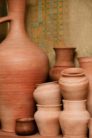 Crockery made of clay. Pitchers and pots made by hand 版權商用圖片
