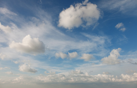 Beautiful cirrus clouds against the blue sky 版權商用圖片