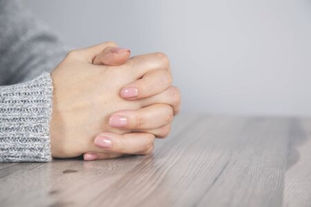 prayer woman hands on the desk background Standard-Bild