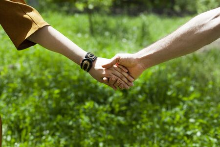 couple hand in hand  in the garden Banque d'images