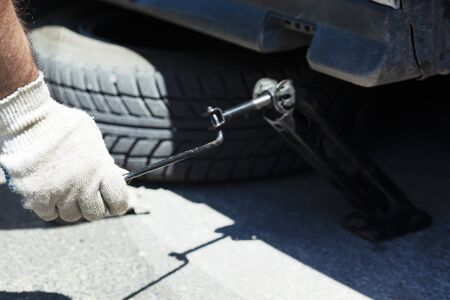 the worker man remove the car tire