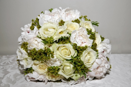 Bouquet white roses and pion