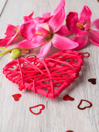 bougie coeur: Valentines day concept on wooden background.