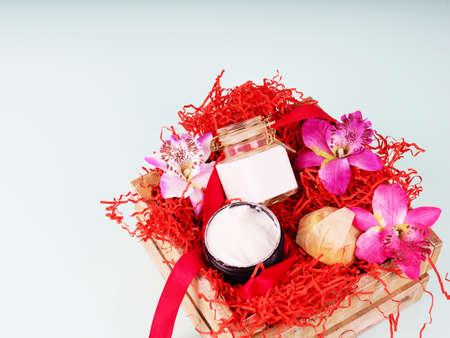 有化妆用品的礼物盒在情人节,生日和婚礼的主题