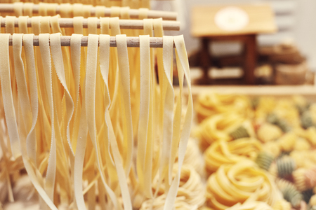 italian spaghetti homemade and other size fresh pasta Imagens