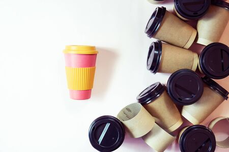 Zero waste concept Stylish reusable eco coffee cup vs multiple single use cardboard cups. Ban single use plastic. Zdjęcie Seryjne