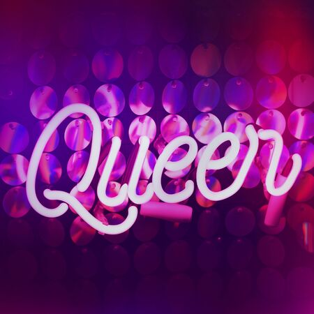 Glowing purple neon inscription queen word and sequins on background. Dark tones vintage image. 免版税图像