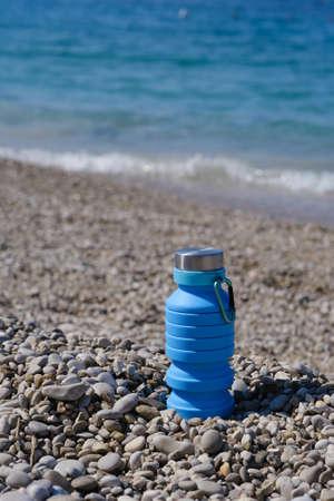 Reusable blue eco friendly water bottle 免版税图像