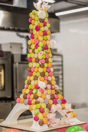 Macaroon tower many multicolored french desserts 免版税图像