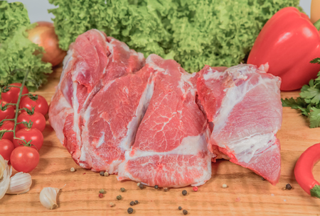 Juicy raw meat, beef entrecote on black background, top view, close up. Standard-Bild - 116868137