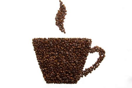 granos de cafe: Silueta de una taza de granos de caf� sobre un fondo blanco