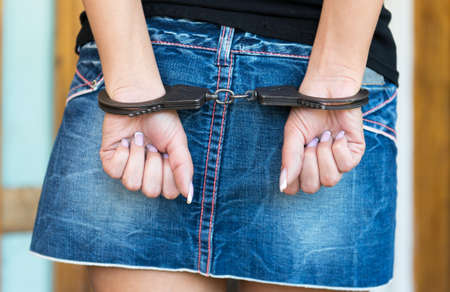 resisting arrest: Hands bounded with handcuffs