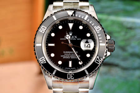 Rolex Submariner is the reference diving watch, model with date and steel strap.