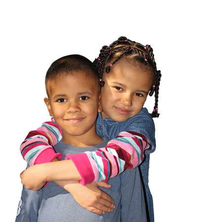 mulato: Los ni�os de piel oscura, un chico de mulato y una chica sobre un fondo blanco