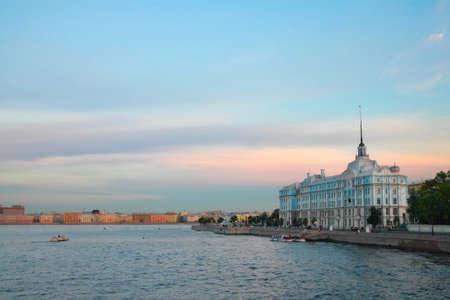escuela edificio: San Petersburgo. Neva, ver la Escuela Naval Nakhimov
