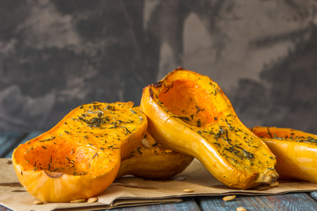 Baked pumpkin with spices and olive oil. Foto de archivo