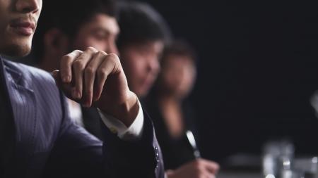 zakenlieden in vergadering kijken naar kopie ruimte