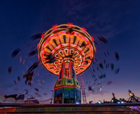 Chain carousel ride at evening hour from lower perspective. 스톡 콘텐츠 - 130814290
