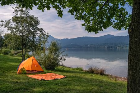 Tent by the idyllic lake with nobody inside.