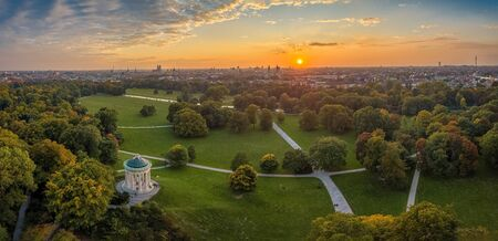 Aerial view at the early sunrise in the Englischer Garden of Munich, such a beautiful place in Bavaria, germany. 写真素材