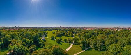 Beautiful view from an drone over Munich with its green Englischer Garten, a park with many trees and the isar river 写真素材 - 149822430