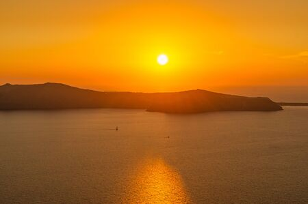 Sunset view from Santorin village Imerovigli over the caldera next to the sea. 写真素材 - 149053680