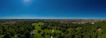 Park view over Munich - The popular Englischer Garten from a high angle view. 写真素材 - 151973402